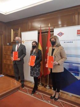 La consejera delegada de Metro, Silvia Roldán, la presidenta de la Fundación CEOE, Fátima Báñez, y el presidente de CEIM, Miguel Garrido.