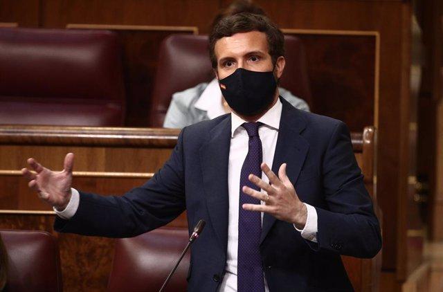 El líder del PP, Pablo Casado, interviene en una sesión de control al Gobierno, a 14 de abril de 2021, en el Congreso de los Diputados, Madrid, (España). Durante el pleno, el Gobierno dará cuenta de los datos y gestiones realizadas durante el estado de al