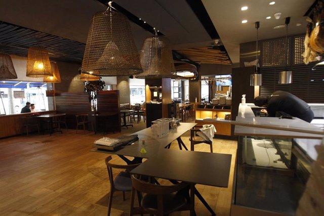 El interior de un bar.- Archivo