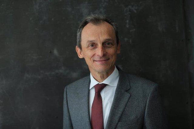 Imagen de archivo del ministro de Ciencia e Innovación, Pedro Duque, durante una entrevista para Europa Press a 14 de abril de 2021, en Madrid (España).