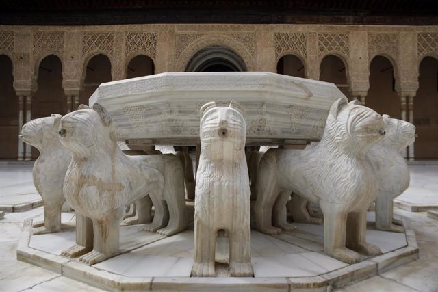 Archivo - La Alhambra de Granada sin turistas por la crisis del coronaviru. Granada a 18 de abril del 2020