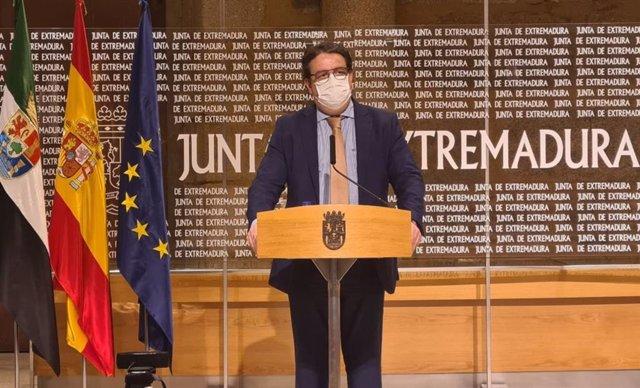 El vicepresidente segundo y consejero de Sanidad, José María Vergeles, en rueda de prensa