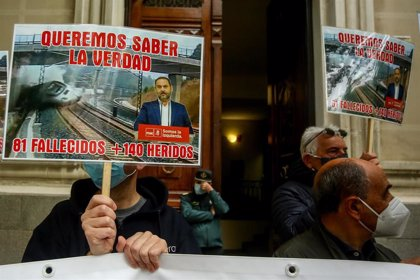 """Las víctimas del accidente del Alvia en Galicia denuncian al ministerio de Ábalos, al que piden que """"deje de mentir"""""""