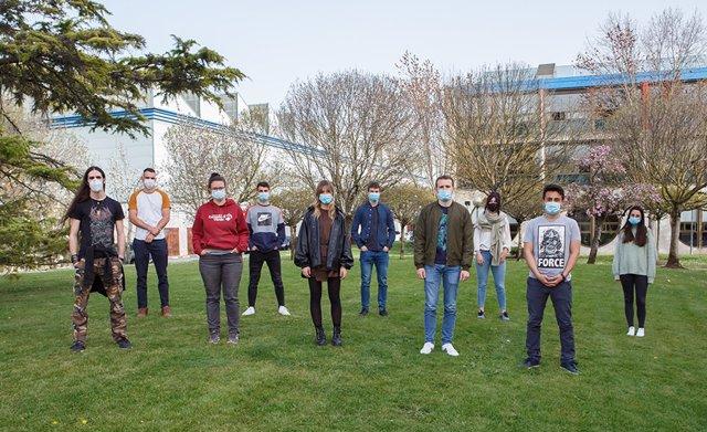 Los estudiantes participantes en la formación previa, en la UPNA.