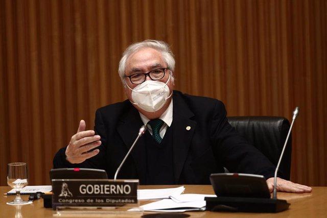 Archivo - El ministro de Universidades, Manuel Castells, en la Comisión de Ciencia, Innovación y Universidades del Congreso celebrada el 25 de febrero de este año