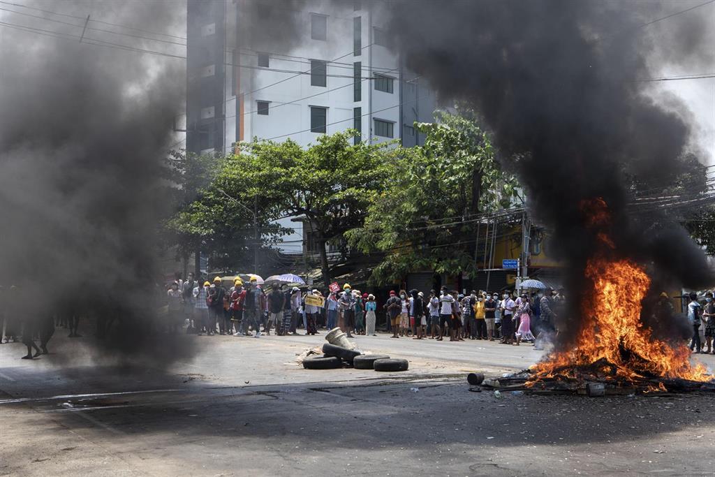 Detenido un influyente líder de las protestas contra la junta militar en Birmania
