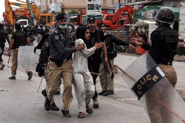 Detención durante una protesta del partido islamista radical Tehrik-i-Labaik Pakistan (TLP) en Pakistán