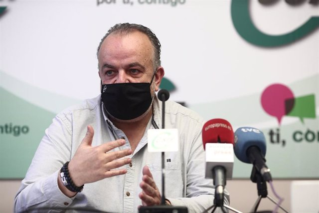 Archivo - El presidente del sector Sanidad de CSIF, Fernando Hontangas, ofrece una rueda de prensa en su sede, en Madrid (España). Durante su comparecencia ha hecho balance y ha presentado datos sobre situaciones de violencia en los centros de atención pr
