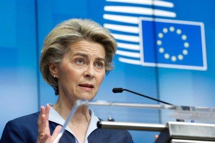La presidenta de la Comisión Europea recibe la primera dosis de la vacuna de Pfizer contra el coronavirus