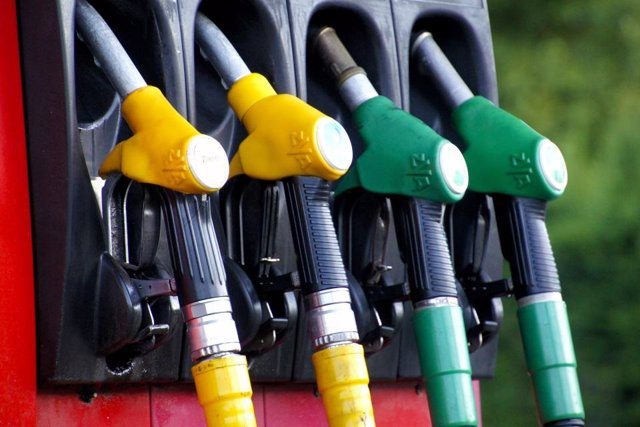 Archivo - Imagen de una gasolinera.