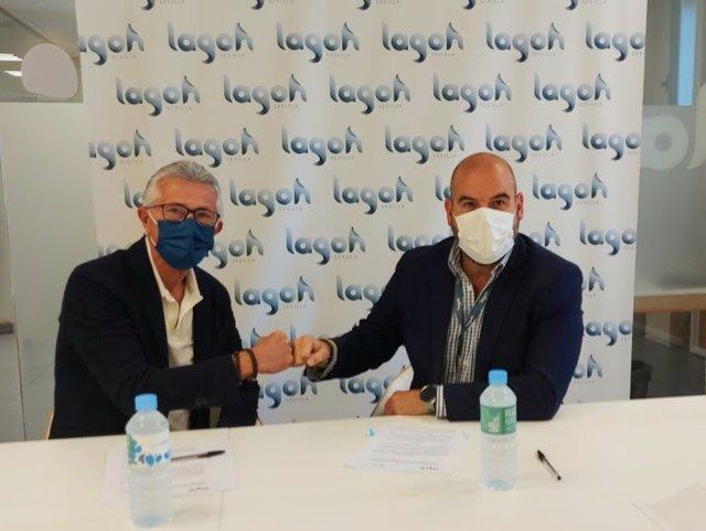 El director gerente de Lagoh, Carlos Fita, ha firmado un convenio de colaboración con el presidente de la Asociación de la Prensa de Sevilla (APS), Rafael Rodríguez