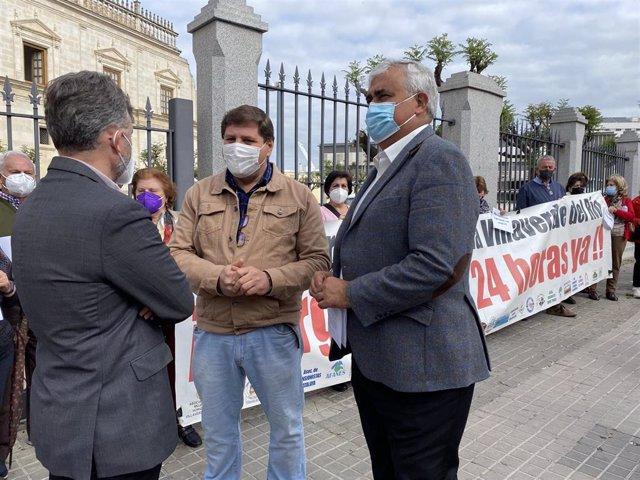 Ramírez de Arellano, a las puertas del Parlamento, pide la restitución inmediata de las Urgencias de Villaverde