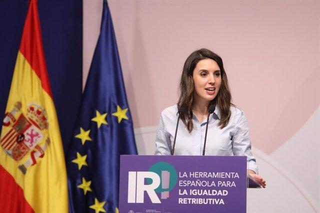 La ministra de Igualdad, Irene Montero, interviene durante la presentación de la herramienta de igualdad retributiva, a 15 de abril de 2021, en el Ministerio de Trabajo y Economía Social, Madrid, (España). Durante el acto, que cuenta con la presencia de r