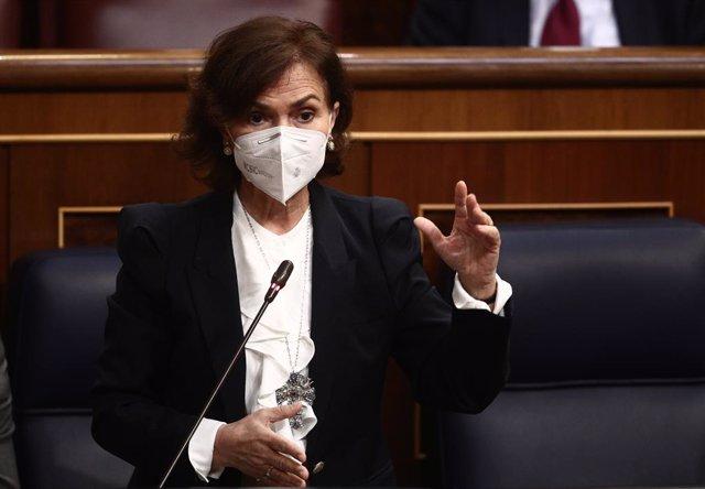 Arxiu - La vicepresidenta primera i ministra de la Presidència, Relacions amb les Corts i Memòria Democràtica, Carmen Calvo, intervé durant una sessió de control al Congrés dels Diputats.