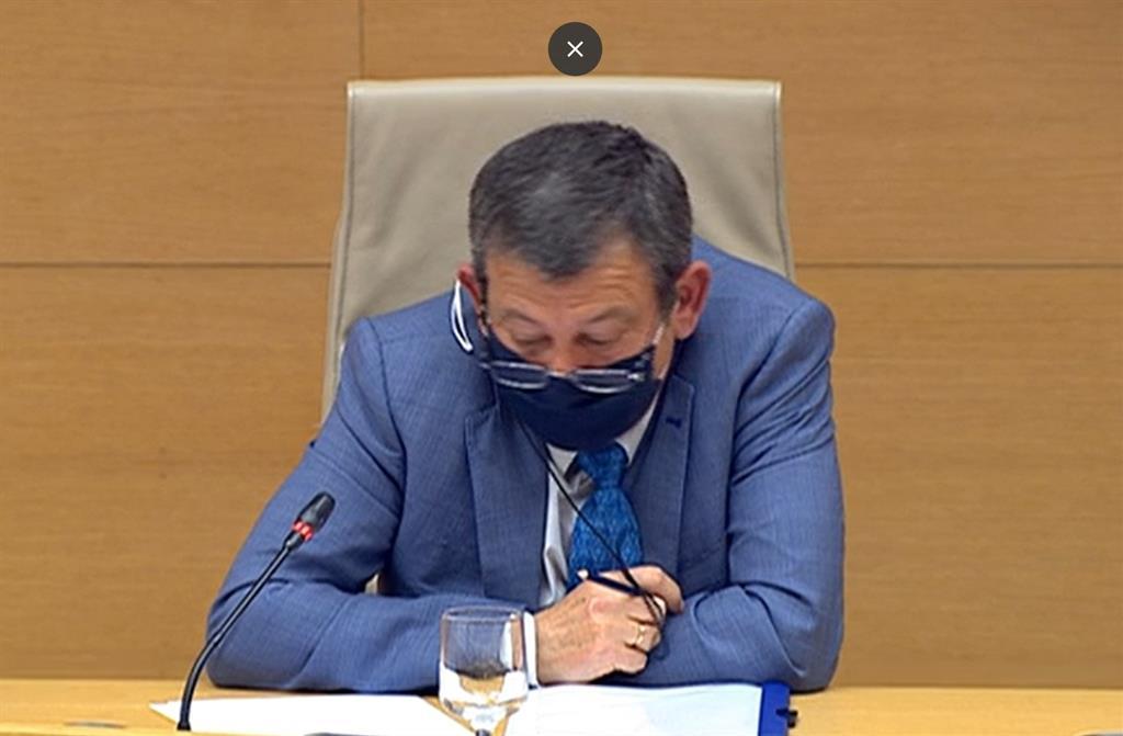Un policía adscrito a la DAO con Eugenio Pino niega haber investigado a Bárcenas y evita hablar de Villarejo