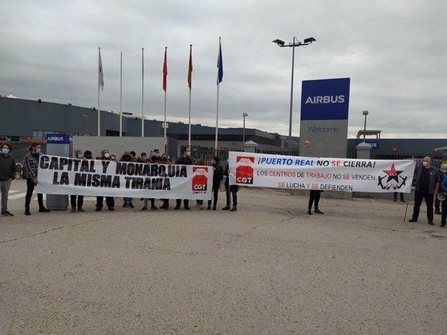 Protesta de trabajadores de Airbus contra el cierre de la planta de Puerto Real
