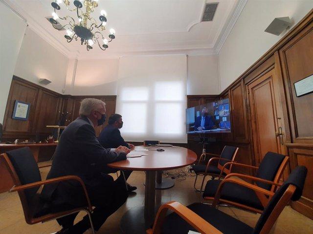 Arxiu - La trobada virtual del president de Cecot, Antoni Abad, i el vicepresident, Josep Armengol, amb el conseller d'Interior, Miquel Sàmper.