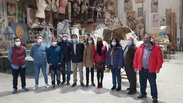 El portaveu de Ciutadans en l'Ajuntament de València, Fernando Giner, i la regidora Empare Picó visiten la Ciutat de l'Artista Faller