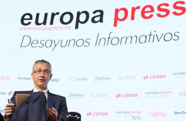 El gobernador del Banco de España, Pablo Hernández de Cos, interviene durante un Desayuno Informativo de Europa Press celebrado en el Auditorio El Beatriz Madrid, en Madrid, (España), a 29 de marzo de 2021.