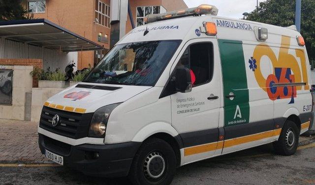 Archivo - Huelva.- Sucesos.- Cuatro personas resultan heridas en una colisión entre dos turismos en Gibraleón