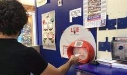 Un apostante en una administración de lotería