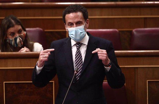 El candidato de Ciudadanos (Cs) a la Presidencia de la Comunidad de Madrid, Edmundo Bal, interviene en una sesión de control al Gobierno en el Congreso de los Diputados.