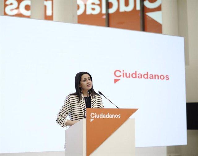 La presidenta de Ciudadanos, Inés Arrimadas, en una rueda de prensa posterior al Comité Permanente de su partido, una imagen de 12 de abril.