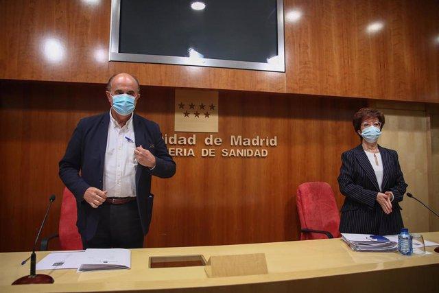 El viceconsejero de Salud Pública y Plan COVID-19 de la Comunidad de Madrid, Antonio Zapatero, y la directora general de Salud Pública en la Comunidad de Madrid, Elena Andradas