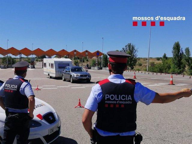 Archivo - Control de los Mossos d'Esquadra en Lleida