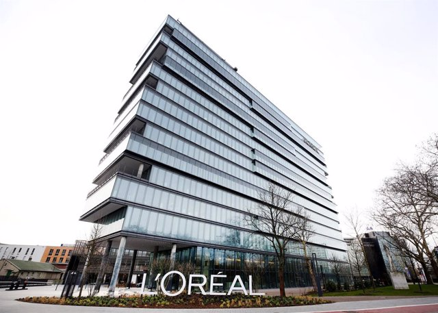 Archivo - FILED - 06 March 2019, North Rhine-Westphalia, Duesseldorf: A general view of the headquarters of L'Oreal Germany. Photo: Roland Weihrauch/dpa