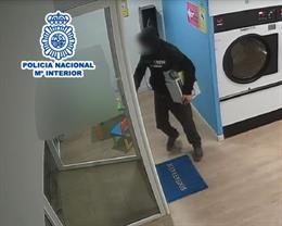 La Policia Nacional ha detingut una parella per robar en sis ocasions en bugaderies autoservici