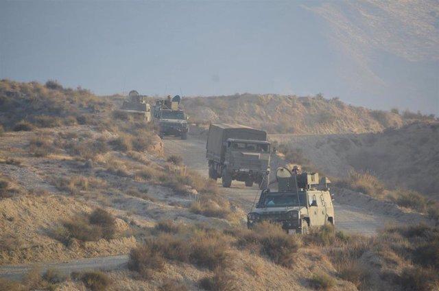 Vehículos en la base militar 'Älvarez de Sotomayor', en Viator (Almería)