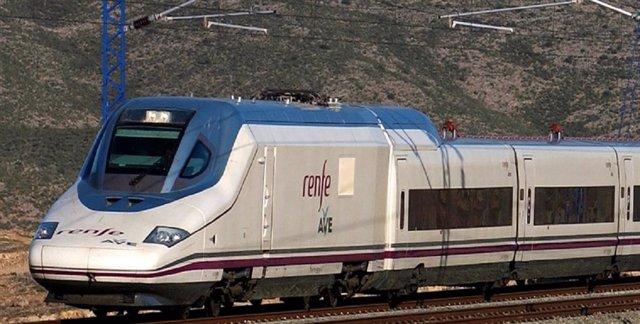 Archivo - Tren AVE de Renfe
