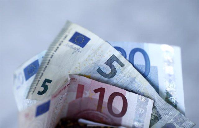 Archivo - Arxiu - Billets, monedes, euros.