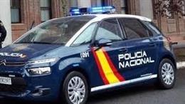 Archivo - Un coche de la Policía Nacional patrullando las calles de Valladolid.