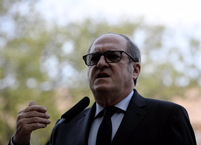 El candidato del PSOE a la Presidencia de la Comunidad de Madrid, Ángel Gabilondo, interviene durante una visita a la localidad de Rivas-Vaciamadrid, a 14 de abril de 2021. Esta es una de las visitas preelectorales que el candidato socialista está realiza