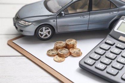 Contratar una póliza de coche es un 44% más barato a través de un corredor de seguros, según un estudio