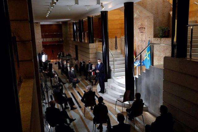 El presidente del Principado de Asturias, Adrián Barbón, en el acto conmemorativo del 35º aniversario de la reforma del edificio de la sede de Presidencia.