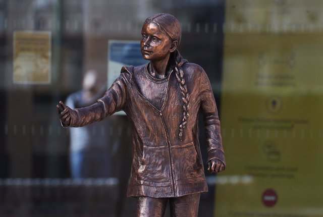 30 March 2021, United Kingdom, Winchester: The statue of Swedish climate change activist Greta Thunberg can be seen outside the University of Winchester's West Down Centre. Photo: Andrew Matthews/PA Wire/dpa