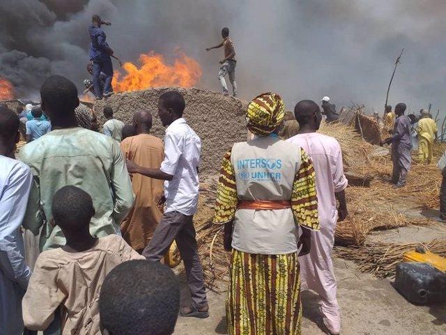 Archivo - Incendio en un campo de desplazados internos en Borno, Nigeria