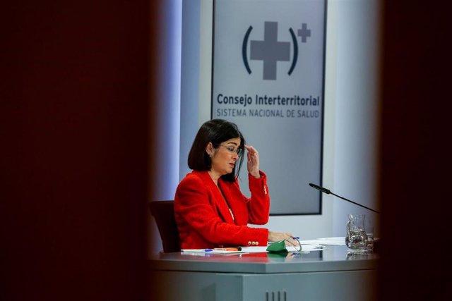 La ministra de Sanidad, Carolina Darias, durante una rueda de prensa tras la reunión del Consejo Interterritorial del Sistema Nacional de Salud, a 14 de abril de 2021, en Madrid (España).