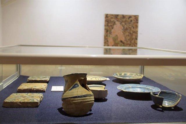 La exposición es una oportunidad para disfrutar de piezas de colecciones municipales de arqueología, cerámica, pintura o grabado, que habitualmente no están visibles.