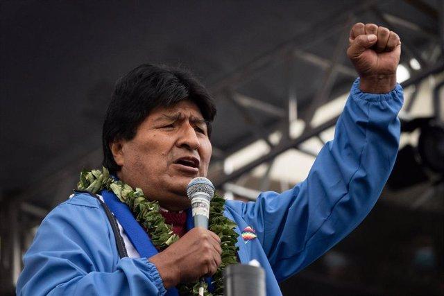 El expresidente de Bolivia Evo Morales interviene en el acto del 26º aniversario de la fundación del Movimiento Al Socialismo (MAS).