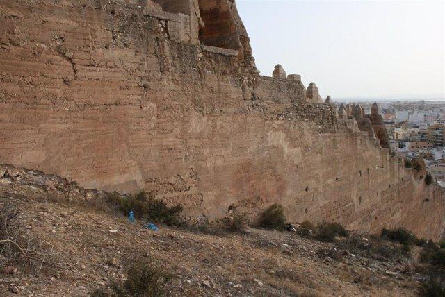 Archivo - Murallas del cerro de San Cristóbal