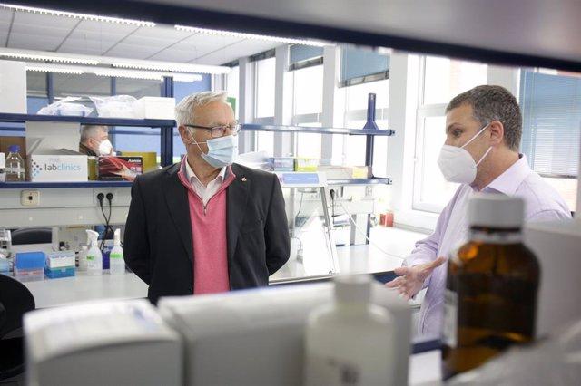 Archivo - Arxiu- L'alcalde de València, Joan Ribó, visita l'Institut de Biomedicina de València (IBV-CSIC).