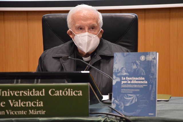 El Cardenal Cañizares en la presentación del libro 'La fascinación por la diferencia', de José Manuel Hernández Castellón