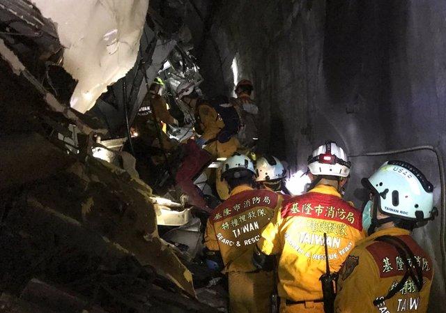 Descarrilamiento de un tren en Taiwán