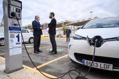 Puertos.-El Puerto de Almería instala ocho puntos de recarga para vehículos eléctricos de uso público
