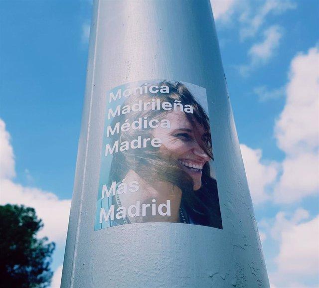 Pegatina de la candidata de Más Madrid al 4M, Mónica García