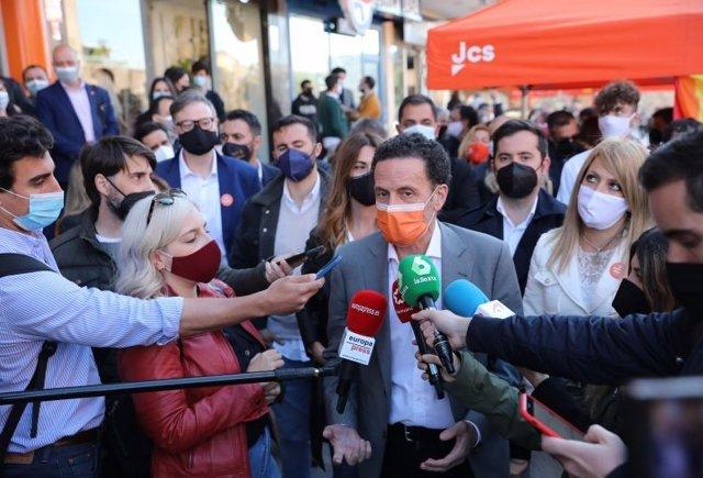 El candidato de Ciudadanos a la Presidencia de la Comunidad de Madrid, Edmundo Bal, en un acto de precampaña en Arganda del Rey